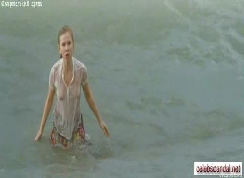 Яна Есипович сцена на пляже -