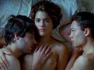 Адриана Угарте (Adriana Ugarte) любовь втроем