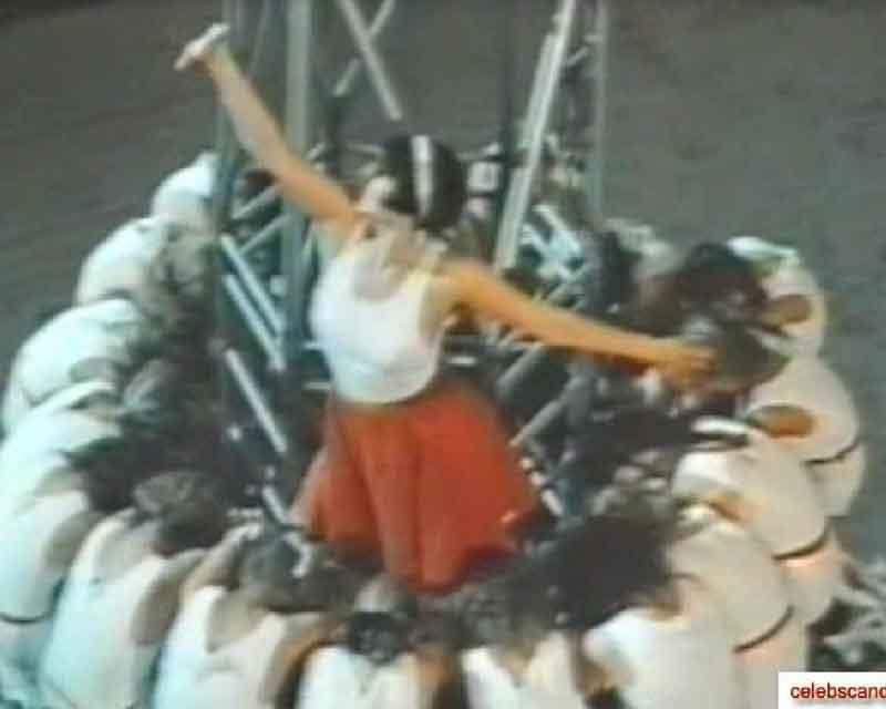 Алика Смехова в оптягивающей маячке