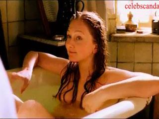 Горая Анна Жилина принимает ванну