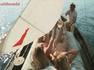 Полностью голые Катя Ченко и Карина Верлье