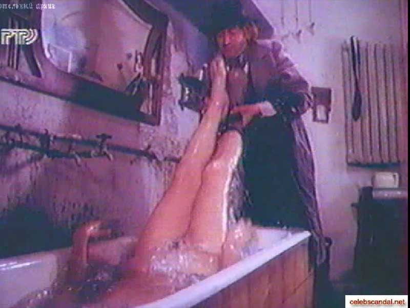 Любовь Полищук голая в ванне