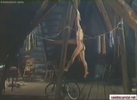 Марина Солопченко занимается спортом голая.