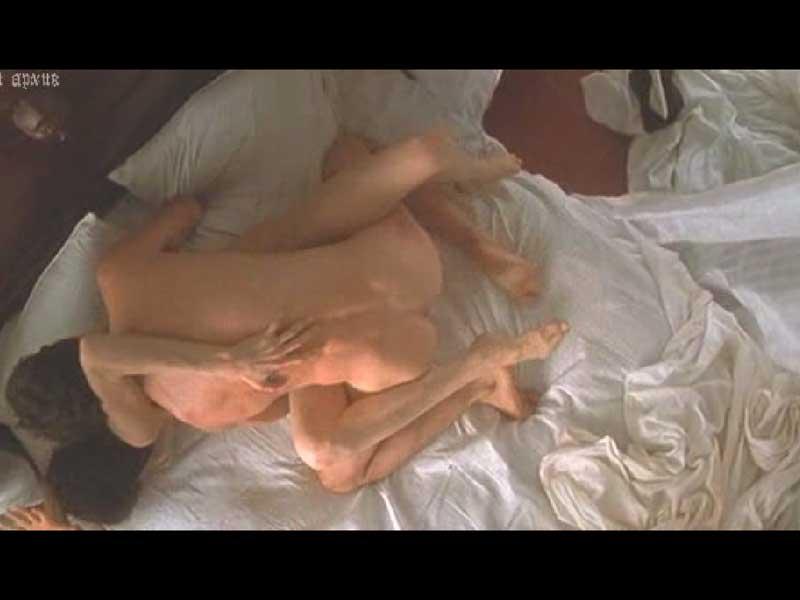 Пастельная сцена с Джоли, очень откровенные сцены.