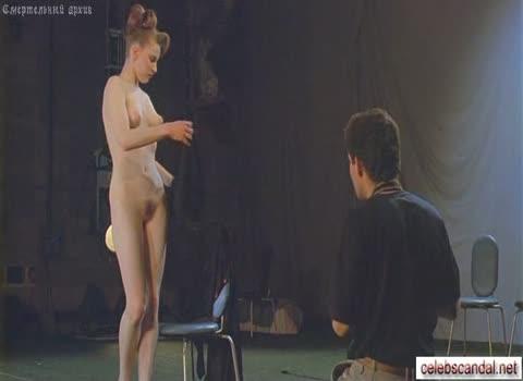 Кастинг на отбор девушек для съемок в эротическом кино.